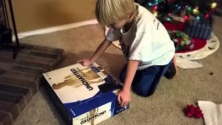 Garoto recebe um falso PS4 para o Natal! VOCÊS DEVEM VER!!!