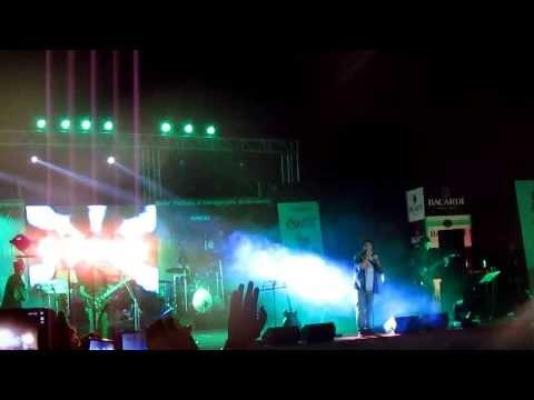 Arijit SIngh perfoming at XIMB, bhubaneswar!!! Mixed up!!