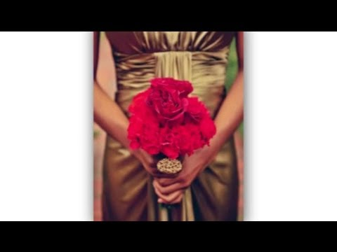 wedding-flowers-to-match-gold-dresses-:-ideas-for-brides