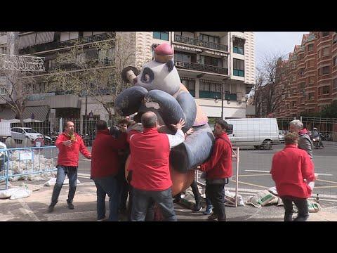 El viento derrumba el remate de una falla en València