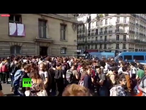 Des étudiants veulent empêcher la venue de Macron à la Sorbonne (Direct du 26.09)