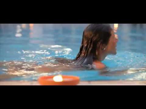 La piscina con acqua di mare riscaldata all 39 atlantic hotel di riccione youtube - Piscina di riccione ...