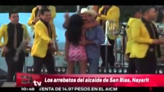 Alcalde de Nayarit levanta la falda a mujer / Excélsior informa