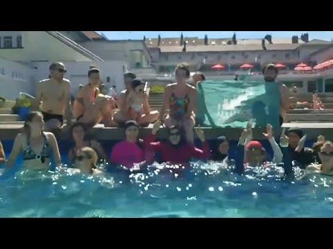ضد قرار الحظر وباسم الحرية.. فرنسيات مسلمات يدخلن حمام السباحة بالبوركيني…  - نشر قبل 6 دقيقة
