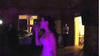 Невеста дарит песню жениху. Песня на свадьбе.