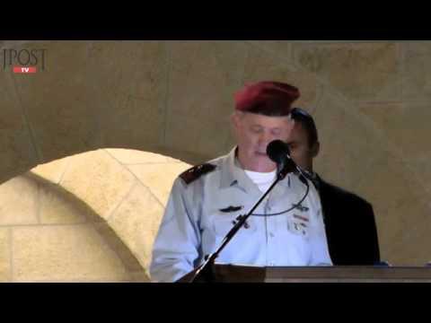 Peres, Gantz address Yom Hazikaron ceremony at Western Wall