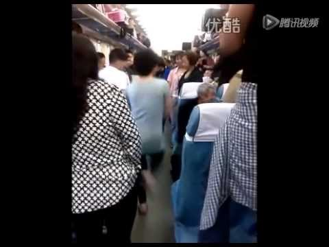 Middle-aged Chinese women break into dance on train