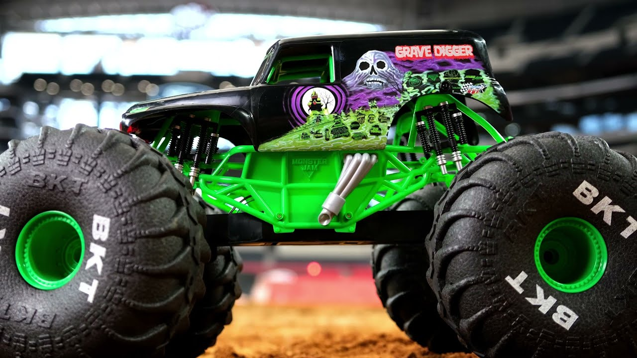 Monster Jam Truck Size by Scale - Grave Digger