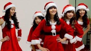 雑誌「Acha Facil」の表紙撮影。リンダ3世が全員サンタ衣装!