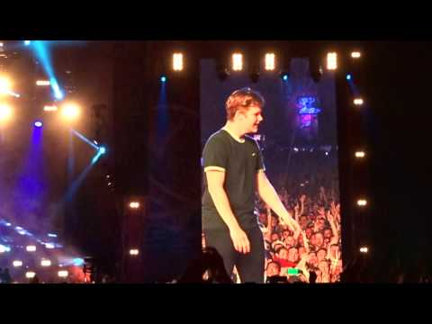 Imagine Dragons - Song 2 with fan on stage  - Colours of Ostrava 2017