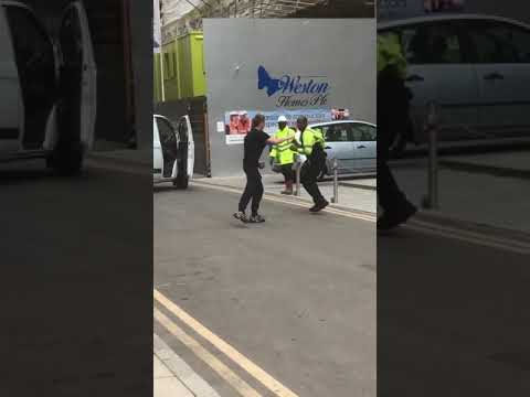 Construction worker fight with boss for not paying him his money-London-