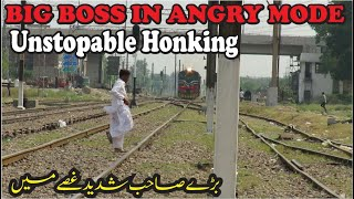 Super Fast Unstopable Honking | BIG BOSS In ANGRY Mode | 15Up Karachi Exp Passing Through Kotlakpath