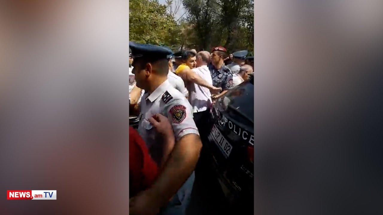 Տեսանյութ.Թուրքեր,հո անասո՞ւն չեք, կնոջն եք ծեծո՞ւմ. ծեծկռտուք ոստիկանների եւ բնակիչների միջեւ