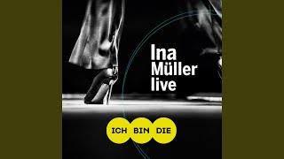 Ina in der Umkleide (Live)