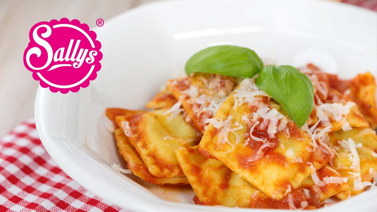 spinat ricotta ravioli in tomatenso e was koche ich heute youtube. Black Bedroom Furniture Sets. Home Design Ideas