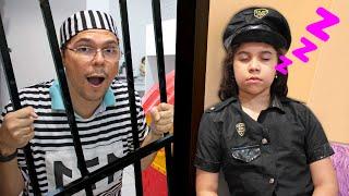 SARAH FINGE BRINCAR de POLICIAL | Five Kids Police