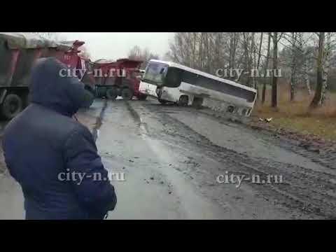 В Мысках автобус улетел в кювет