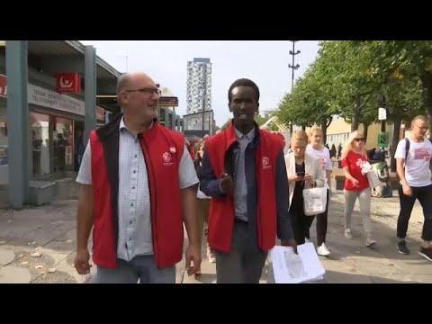 مهاجر صومالي من ضواحي السويد الفقيرة يجابه اليمين المتطرف في انتخابات حاسمة…  - 11:53-2018 / 9 / 9