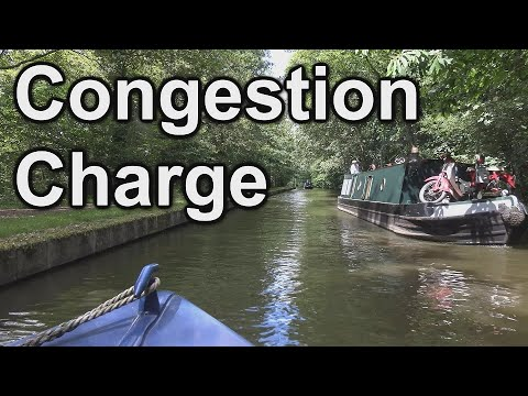 183.-summer-congestion-on-the-canals-as-i-take-the-narrowboat-cruising