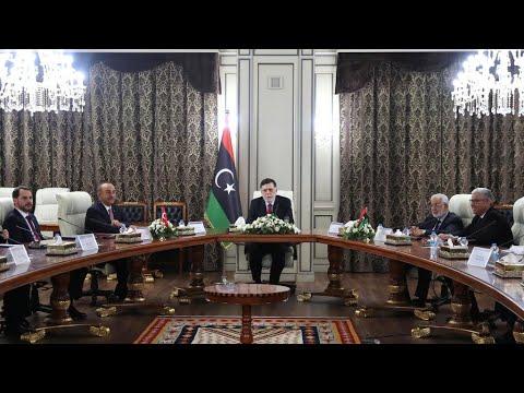 ليبيا: قصف قاعدة -الوطية- الجوية بالقرب من طرابلس وحكومة الوفاق تتهم -طيرانا أجنبيا-  - نشر قبل 9 ساعة