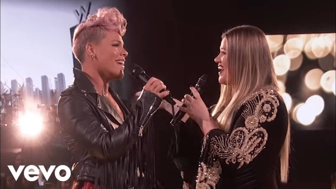 Download Kelly Clarkson, P!nk - Everybody Hurts (2017 American Music Awards)