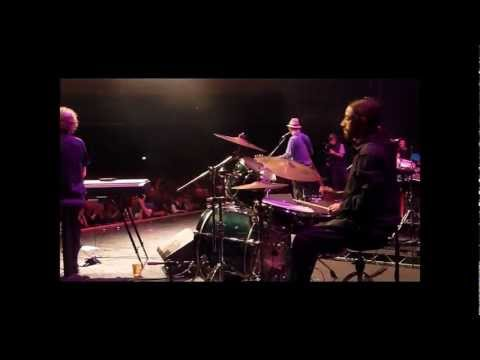 Chas And Dave - Live at The O2's 'IndigO2': 'The Sideboard Song'