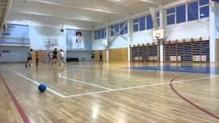 72 школе на тренировке играют в гандбол 03.03.2015 1619