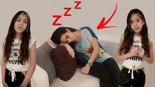 A MAMÃE DORMIU DURANTE AS TAREFAS - MAMA SLEEPING