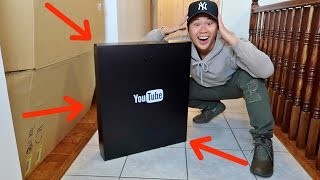 WHAT'S INSIDE THE BLACK BOX YOUTUBE SENT ME!!!