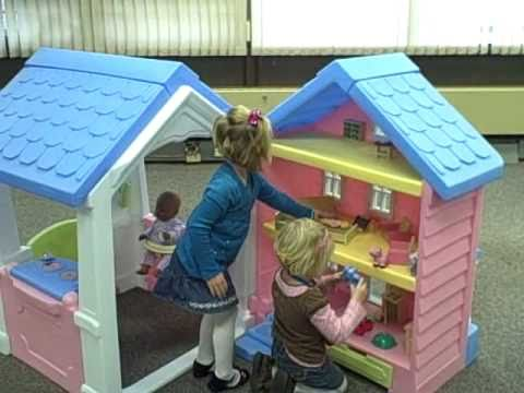Little tikes 2 in 1 dollhouse playhouse youtube for Little tikes house
