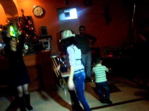 11 летняя красавица зажигает танцпол