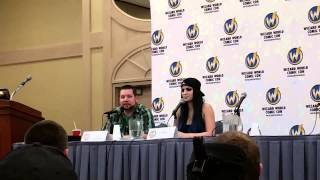 8/21/2015 Wizard World Chicago Comic Convention: WWE Diva Paige giving props to Emma