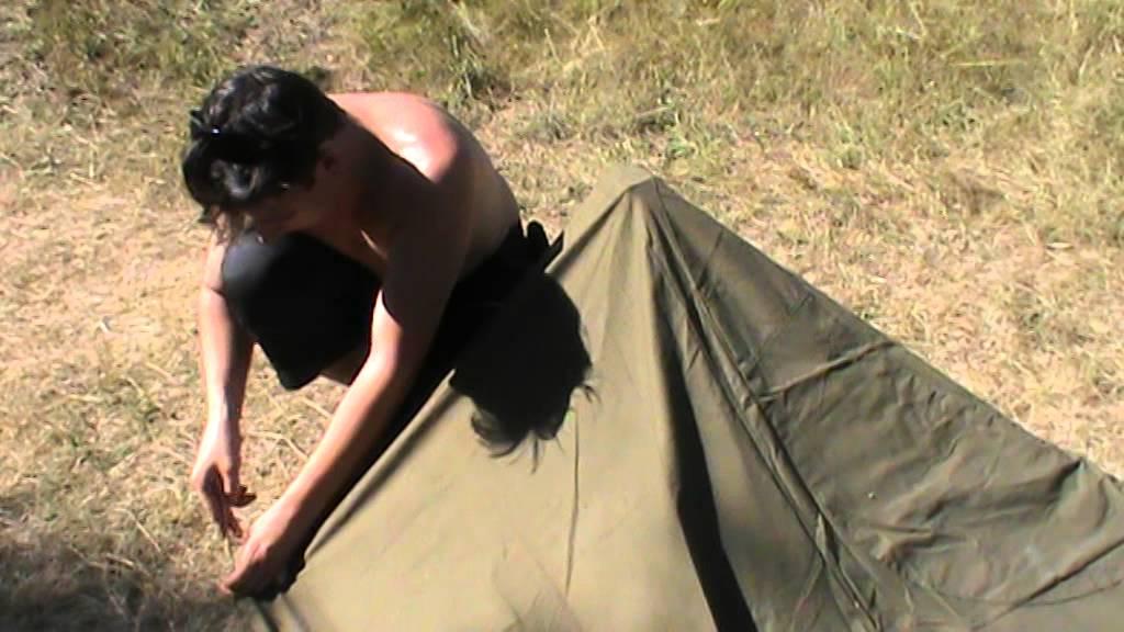 17 май 2013. Однако точно известно, что с апреля 1882 года плащ-палатка уже являлась обязательным элементом солдатского походного снаряжения. Правда в то время она предназначалась только для роли индивидуальной палатки солдата. На рисунке представлена экипировка солдата армейской.