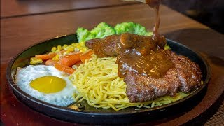 $4 Steak Pork Knuckles & Grilled Stuffed Pork Rolls Sausage   Street Food in Taiwan