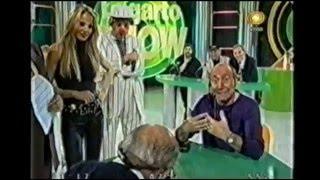 Miguel Bogdanov jugando al truco con el Lagarto Guizzardi