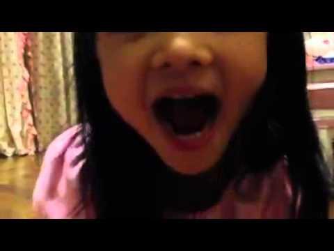 Con gái hát mừng sinh nhật Trần Bảo Sơn