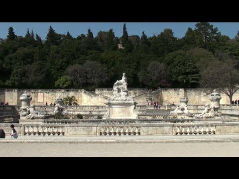 Le Jardin De La Fontaine Et La Tour Magne Nimes Gard France