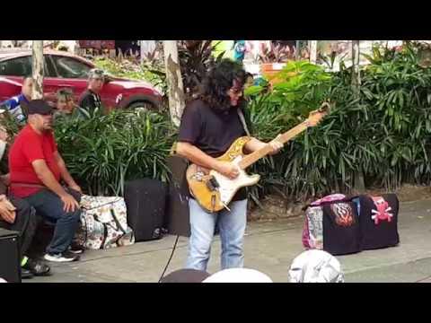 semua berkumpul depan sogo Sentuhan undang legenda gitaris Sweet Charity  Rosli Mohalim..