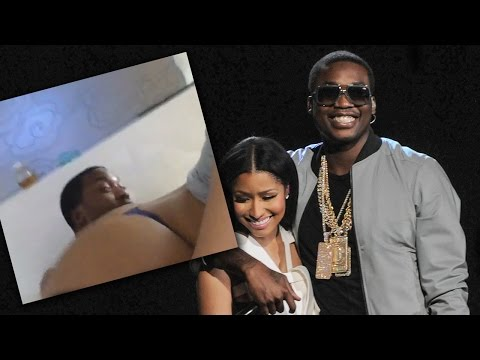 Nicki Minaj Twerks On Meek Mill!