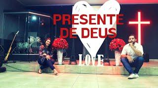 Presente de Deus / Letícia Ellen e Tales Matheus - COVER
