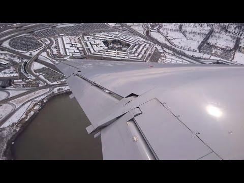 Смотреть United ERJ-145 - Strong Winds (25+ knots) takeoff from Washington Reagan Airport онлайн
