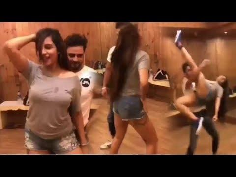 Arshi Khan's AMAZING New Dance On Pakistani Song