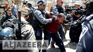 Palestinians clash with Israeli forces outside al-Aqsa thumbnail