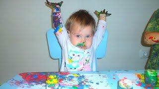 Рисование пальчиками. Пальчиковое рисование для малышей. Пальчиковые краски Giotto(Альвина 1г 2мес рисует пальчиковыми красками. Измазалась краской)). Пальчиковое рисование для малышей. Испол..., 2016-07-19T19:20:45.000Z)