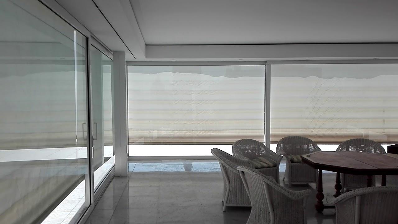 Estores enrollables de tejido screen para exterior motorizados - YouTube