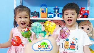 Xavi and baby Anna Pretend Play Help mother with housework - Learn colors Lollipops