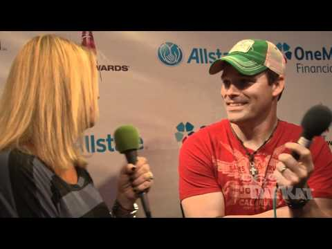 CMAs 2011 - James Wesley Interview with 969 The Kat.mp4