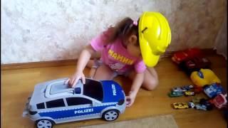 Не только мальчики играют в машины,всех накормили.Видео для детей.