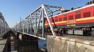 Red Giant WAP-4 Grand Trunk Express blasts @ flat 110Kmph!!