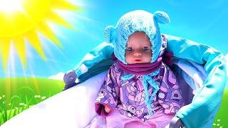 Детские видео с куклами – БЕБИ БОН собирается гулять! Холодно или Жарко? – Весёлые игры одевалки